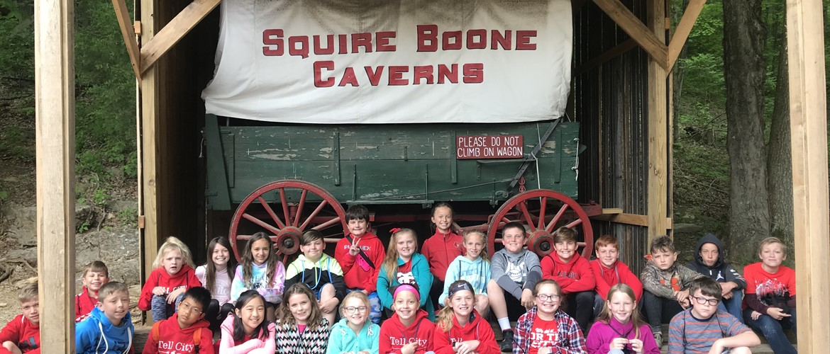 Ms. Terry's class group photo at Squire Boone Caverns.